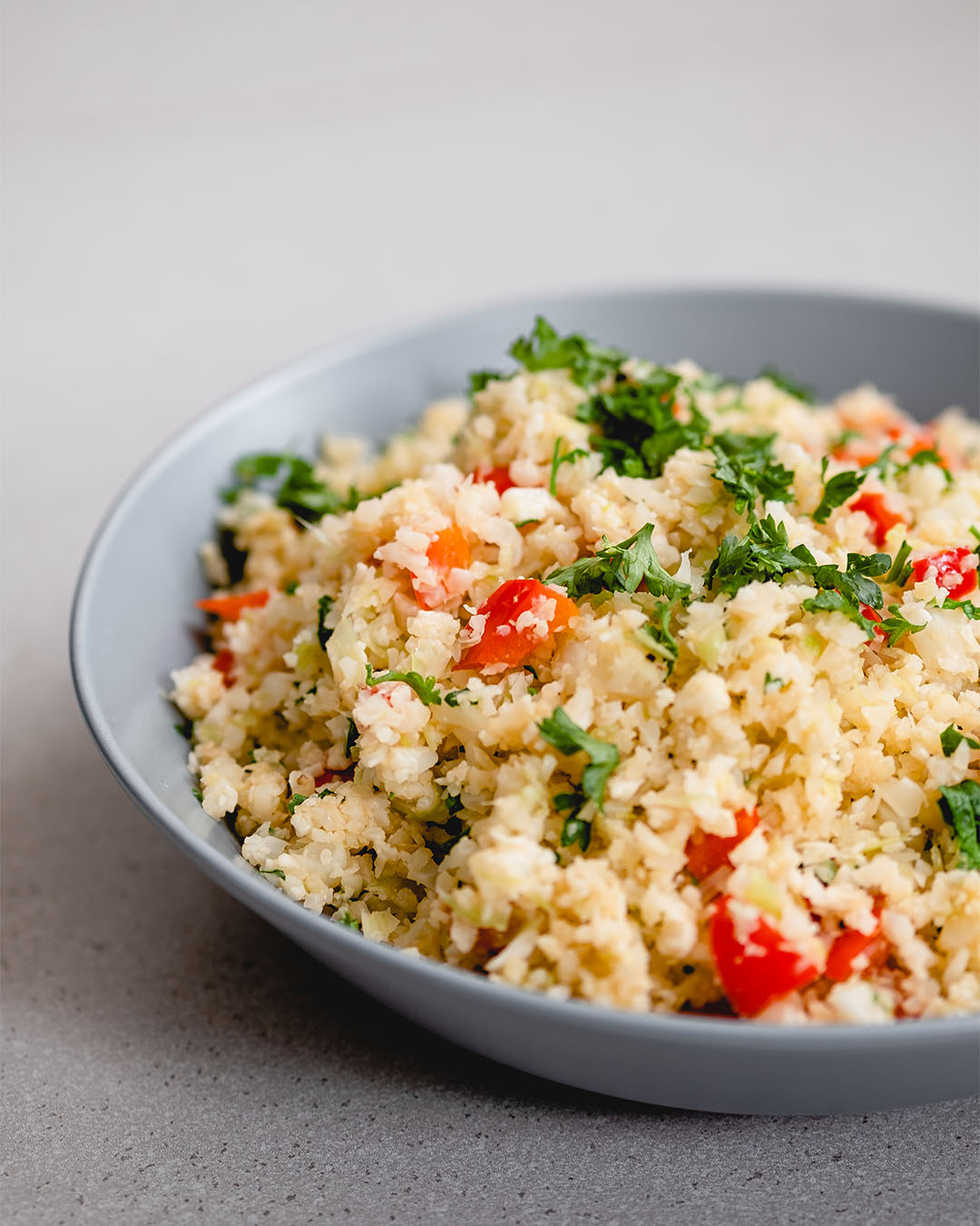 Cauliflower 'rice' with red pepper and leeks